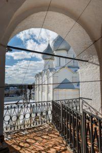 Вид на Успенский собор со звонницы