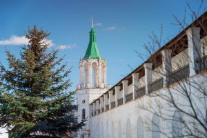 Монастырская стена с башней